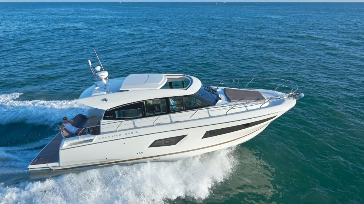 luxury-yachts-prestige_420_s_141476728532ext_gallery