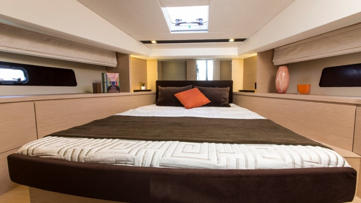 luxury-yachts-prestige_420_s_141520148722int_gallery