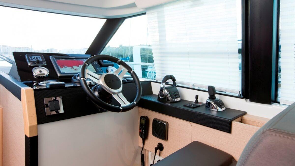 luxury-yachts-prestige_420_s_14152014913int_gallery-1