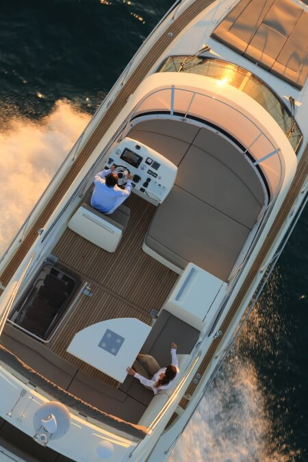 luxury-yachts-prestige_450_136558395410ext_gallery
