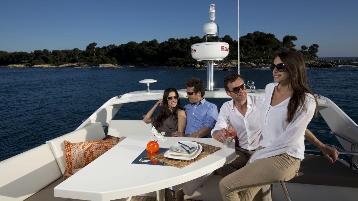 luxury-yachts-prestige_450_137457355026art_gallery