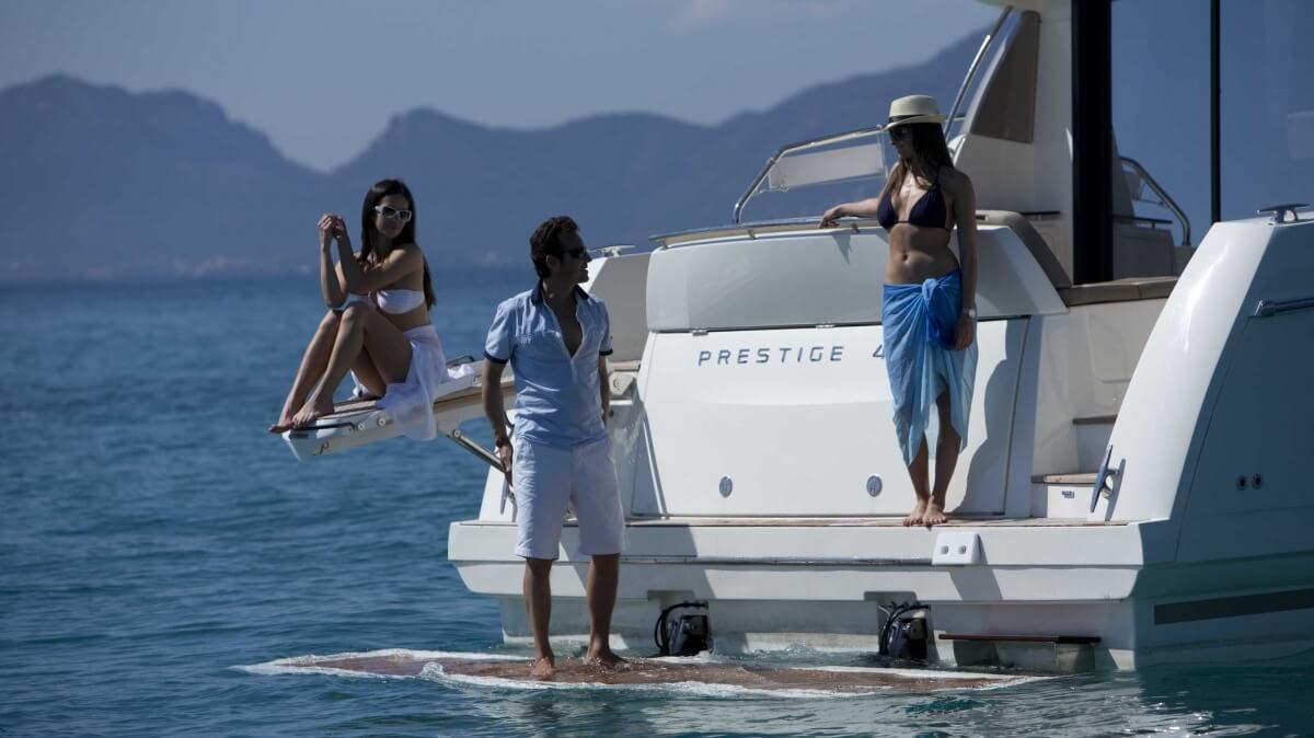 luxury-yachts-prestige_450_s_137457225841art_gallery