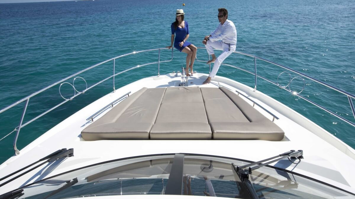 luxury-yachts-prestige_450_s_137457230043art_gallery