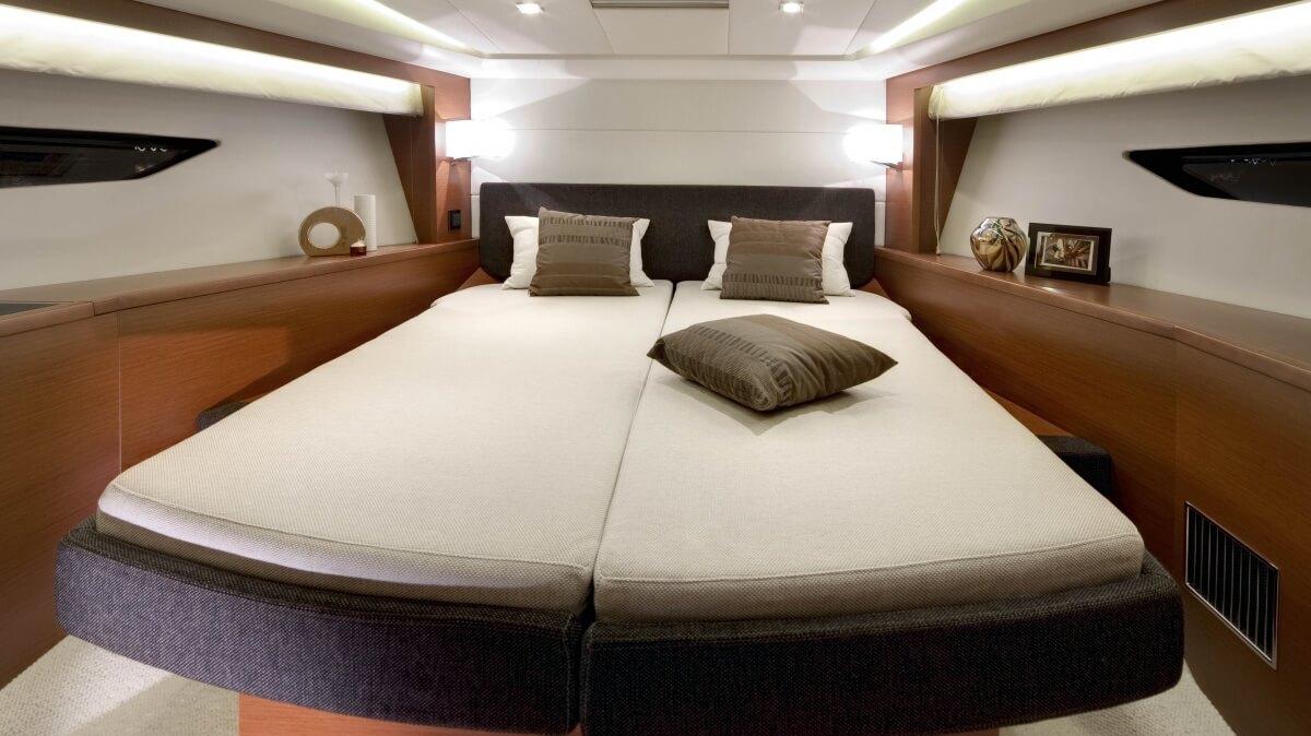 luxury-yachts-prestige_500_s_130572206249int_gallery