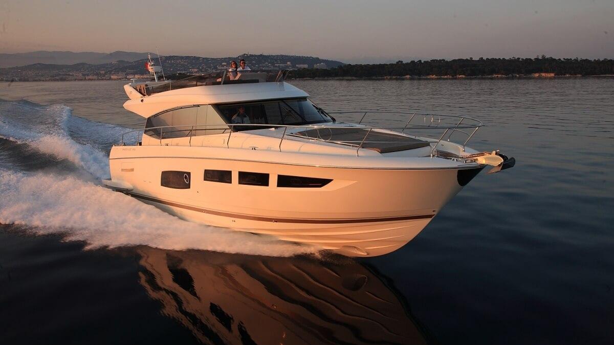 luxury-yachts-prestige_550_133336983231ext_gallery