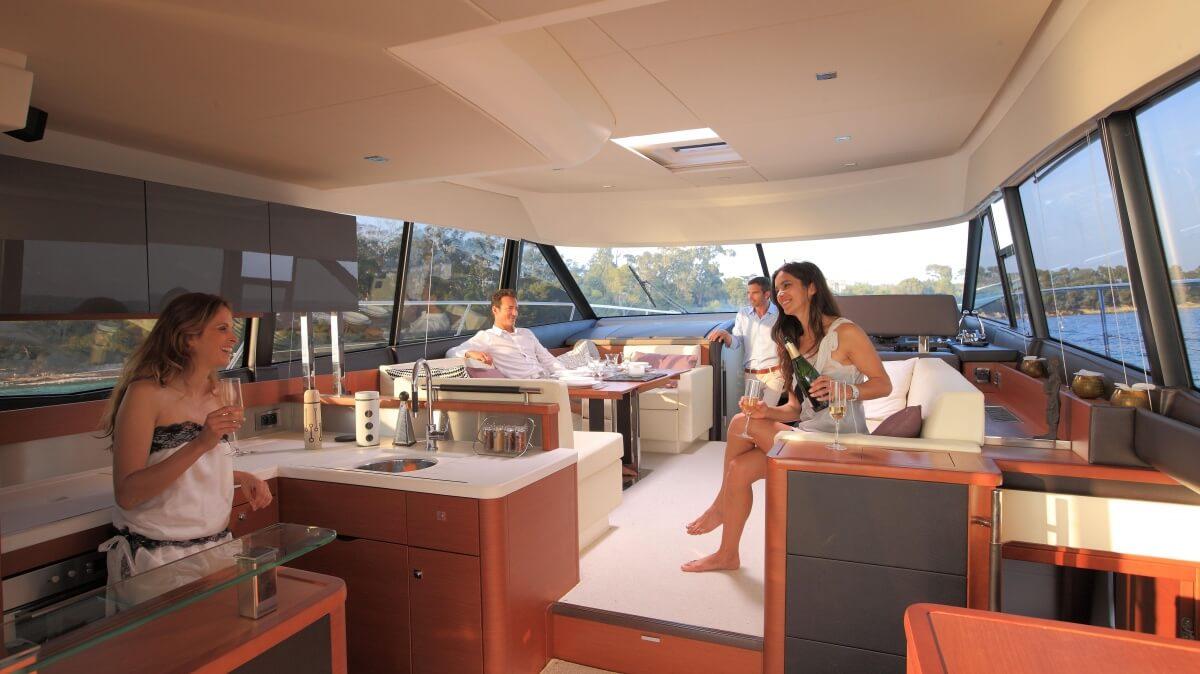 luxury-yachts-prestige_550_133345934050art_gallery