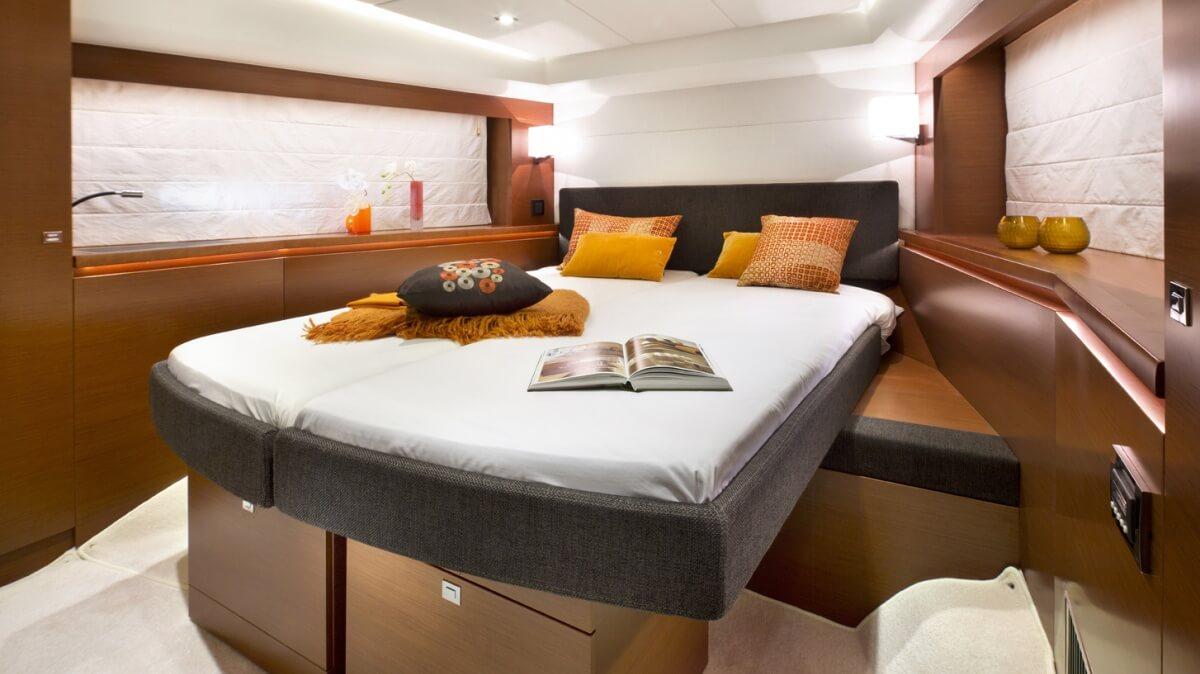 luxury-yachts-prestige_550_136603840550int_gallery