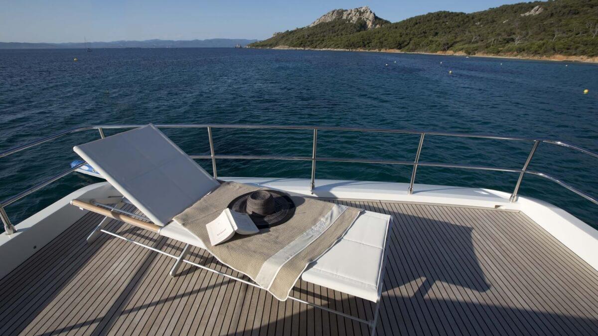 luxury-yachts-prestige_750_140604190642ext_gallery