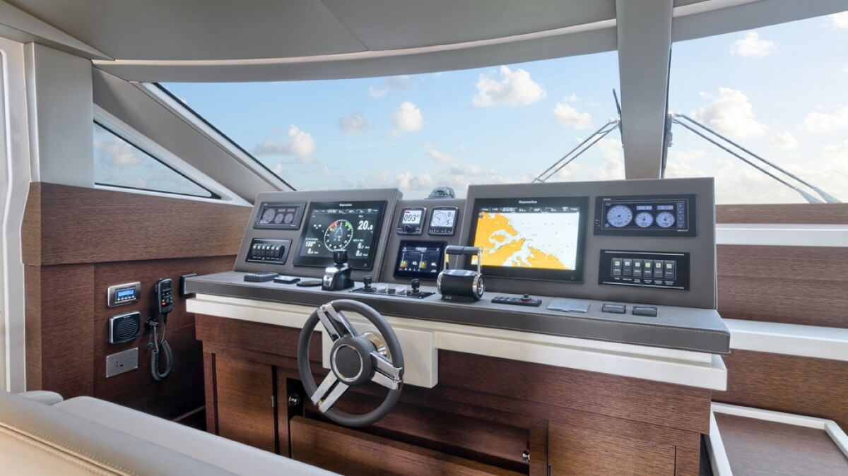 luxury-yachts-prestige_750_14090606754int_gallery